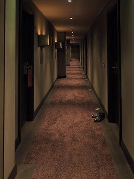 hotels near roomers bar frankfurt am main hotels in. Black Bedroom Furniture Sets. Home Design Ideas