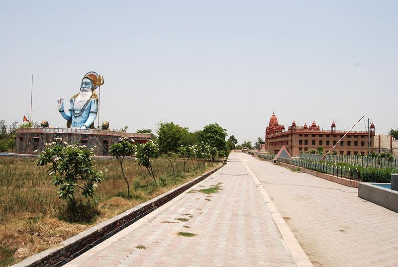 how to reach khajuraho from delhi by train
